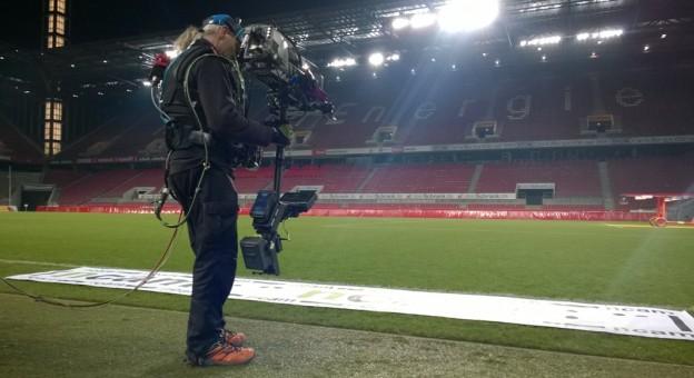 WM in Brasilien Köln Stadion Flutlicht leer